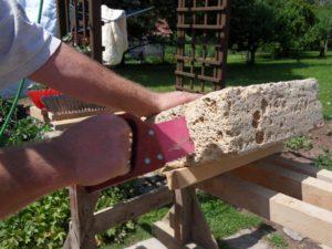 Tuffstein mit der Stonebiter Handsäge bearbeiten